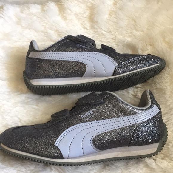 e02c70fe4ac8 PUMA Kids  Whirlwind Glitz V Sneaker size 13C